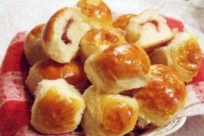 Вкусные сдобные булочки с повидлом