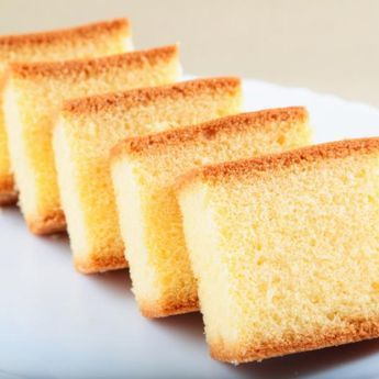 Aprende a preparar bizcocho sueve y esponjoso de vainilla con esta rica y fácil receta.  Si has probado varias veces de preparar un bizcocho esponjoso y todavía no l...