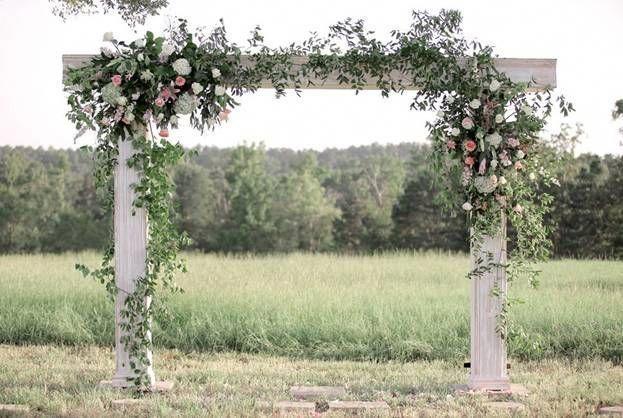 Legende Wenn Sie Erfinderisch Sind Finden Sie In Einem Einfachen Blumen Bastelbuch Alle Ideen Und Werkz Dekoration Hochzeit Holzerne Hochzeit Hochzeitsgestecke