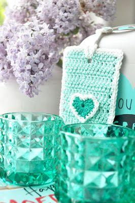 Gehaakte moederdag label tag / Crocheted Mother's Day label tag. Gratis patroon / Free pattern by Hip met Haken.