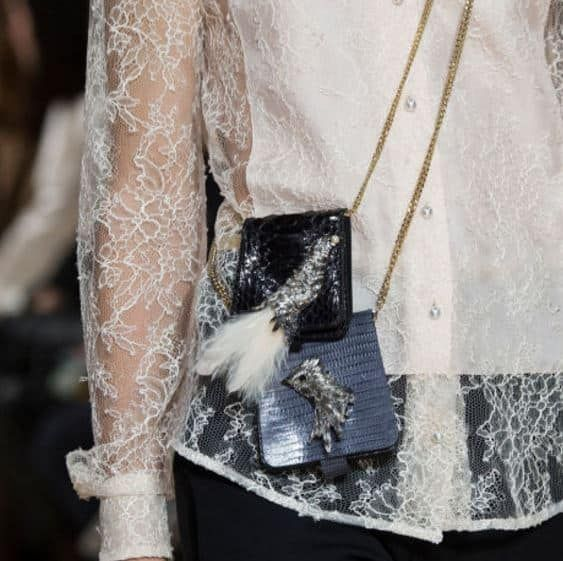 Con le settimane della moda appena concluse si sono delineati tutti i trend più cool della prossima stagione. Ecco un'anteprima della proposte dei più importanti brand della moda in fatto di borse autunno inverno 2017 2018! Ad ogni stagione le maison della moda sanno come sorprenderci, miscelando gli ingredienti più freschi per le loro creazioni. …