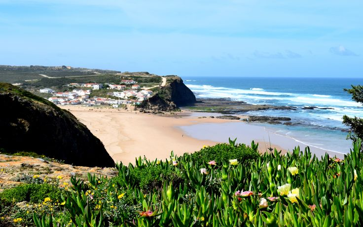 Monteclerigo beach #ondavcientinabedand breakfast #holidays #surf #Portugal #Algarve #relax #waves #breakfast