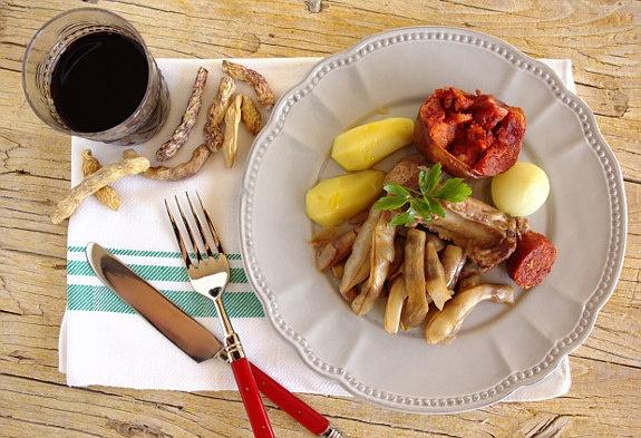 Butelo com casulas: a very traditional dish from the northeastern Portugal / um sabor tradicional de Trás-os-Montes