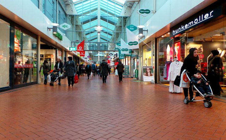 My Friends Told Me About You / Guide holland shopping mall