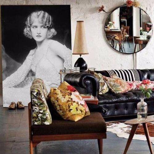 Крупные полотна и круглые зеркала - это то что сегодня в...