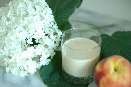 Peach and Avocado smoothy: Almond Milk, Cups Almonds, Ice Cubes, Peach Smoothie Recipes, Green Lemonade, Stands Peaches, Peaches Smoothie Recipe, Almonds Milk, Farms Stands