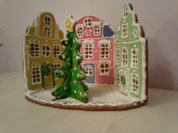 """Syntyperäisen stadilaisen """"piparitalo"""" ei ole mökki. Tästä tulee mieleen mummolani Kruununhaassa Helsingin keskustassa. - by Anne -- Piparkakkutalo, Joulu, Gingerbread house, Christmas"""