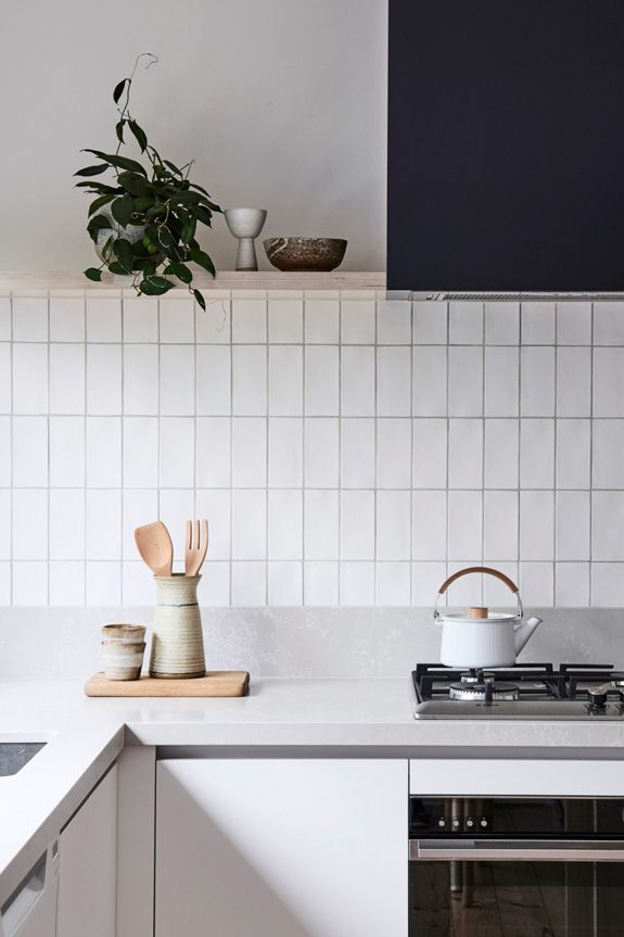 A vertical stacked looks clean and fresh, while creating a feeling of height. For kitchen backsplash like this, go for 2x6 tiles in Calcite.
