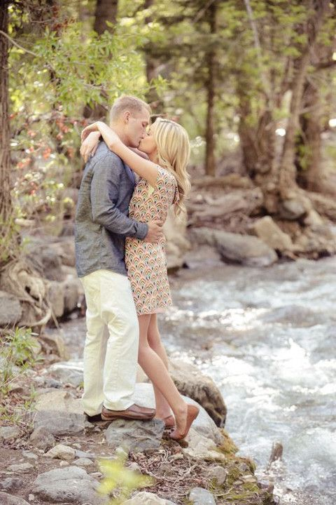 52 Cute Summer Engagement Photos To Get Inspired | HappyWedd.com