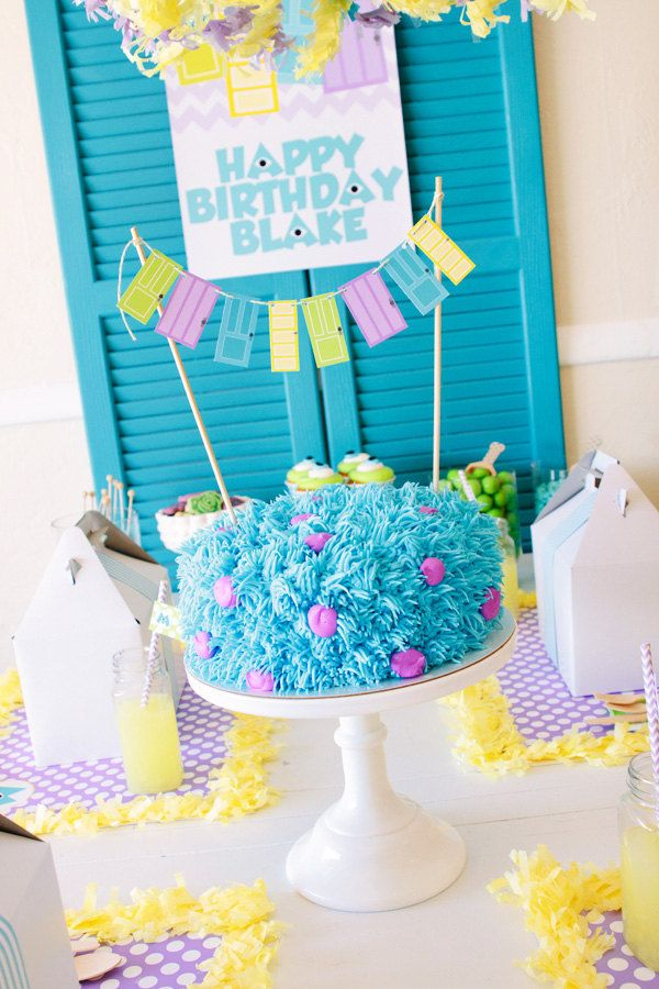 Loooove this!!! Super simple sully cake, doors (I would spell Hunter on) & mike cupcakes :) The placemats are cute too, but too prossy for a boy.