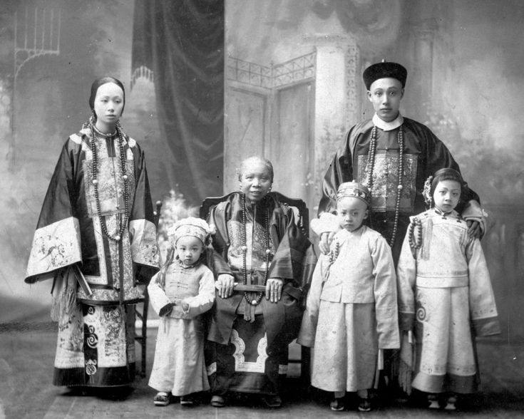 The growing Chinese Canadian family of Lee Mong Kow and Seto Chan Ann