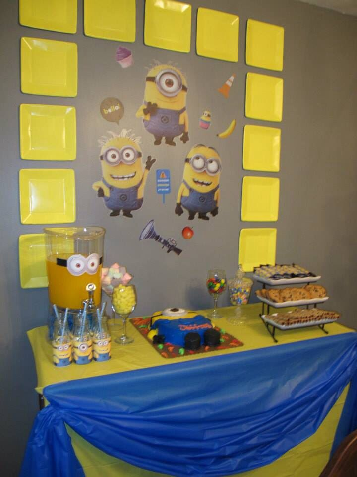just a simple dessert table decor minion theme party. Black Bedroom Furniture Sets. Home Design Ideas