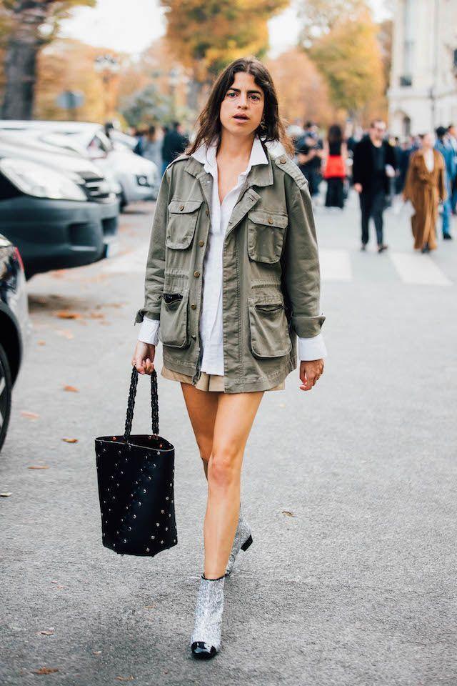 ミリタリージャケットはミニ丈に合わせて、女性らしさをアピール。