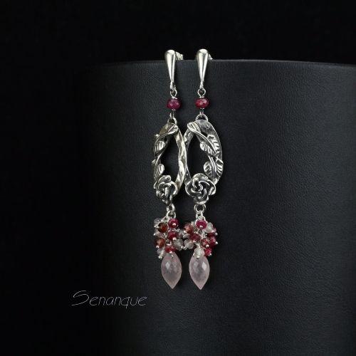romantyczne #kolczyki srebrne z kwiatami SENANQUE. Zobacz więcej zdjęć: http://www.senanque.pl/lorelei-srebrne-kolczyki-z-rozowym-kwarcem-rubinem-i-granatem