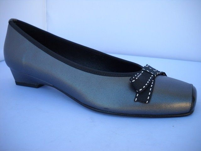 Brenda Zaro from Spain.  Charcoal and Black court with bow and 2.5cm tapered heel.    Sizes range 37-41.
