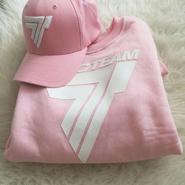 Your favourite pinky sweatshirt :) #workout #trening #trecgirl #training #befit #sport #gymwear #active #sportswear # #stylizacja #stylisation #fitness #getfit #polishgirl #motivation #sweatshirt #instafit #fit #bluza #sweatshirt #fullcap #hat #czapka #róż #pink #pinky #pastelove #pastele @patii_b_ @trecwear @trecnutrition