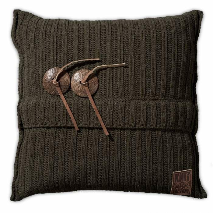 Aran Kussen 50x50 Groen  Description: Je hebt nooit genoeg kussens in huis! Dit Kussen Aran van Knit Factory is een uitstekende toevoeging aan je moderne interieur. Deze combinatie van breiwerk en 100 % hoogwaardig katoen voelt heerlijk zacht aan. Dit kussen met een afmeting van 50 bij 50 cm is uitgevoerd in een neutrale kleur en is hierdoor gemakkelijk te combineren met andere sierkussens of een leuke plaid. Leg het op de bank een loungestoel of op het bed en creëer een knusse sfeer. De…