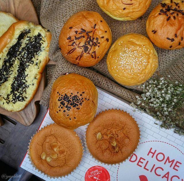 WEBSTA @ gagaldiett - Haaiii!! Selamat hari minggu! 😊😊 Kita baru aja cobain aneka roti dari @home_delicacy . Roti sehat tanpa pewarna, msg dan pengawet.Jenis roti nya ada :1. Bloeder Kuno2. Bloeder Daging3. Bloeder Ham2. Hokkaido Cake3. Roti SisirSemua roti nya fresh from the oven dan enak2 loh 😍 Kamu bisa order online langsung ke @home_delicacy atau merek juga ada offline store nya di : - Ranch Market Grand Indonesia- Apartment Oakwood- Lotte Shopping AvenueKalo favourite kita yang…