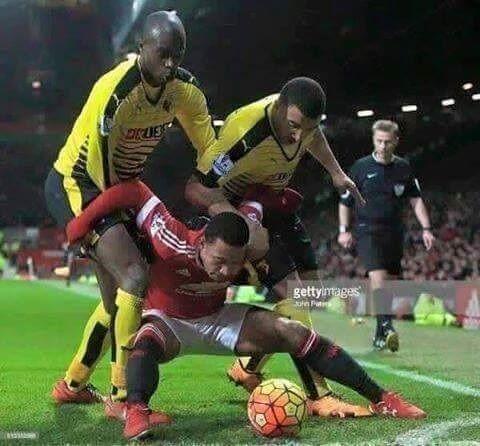 Reakcja piłkarzy jeśli piłka nagle stałaby się bombą • Gdyby piłka była bombą czyli śmieszny obrazek ze świata piłki nożnej • Zobacz >> #football #soccer #sports #pilkanozna