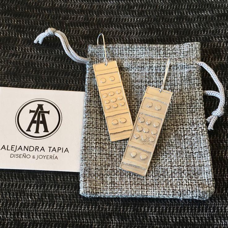 Aros grabados con motivo selknam, en alpaca y plata | Alejandra Tapia | Patagonia • Chile.