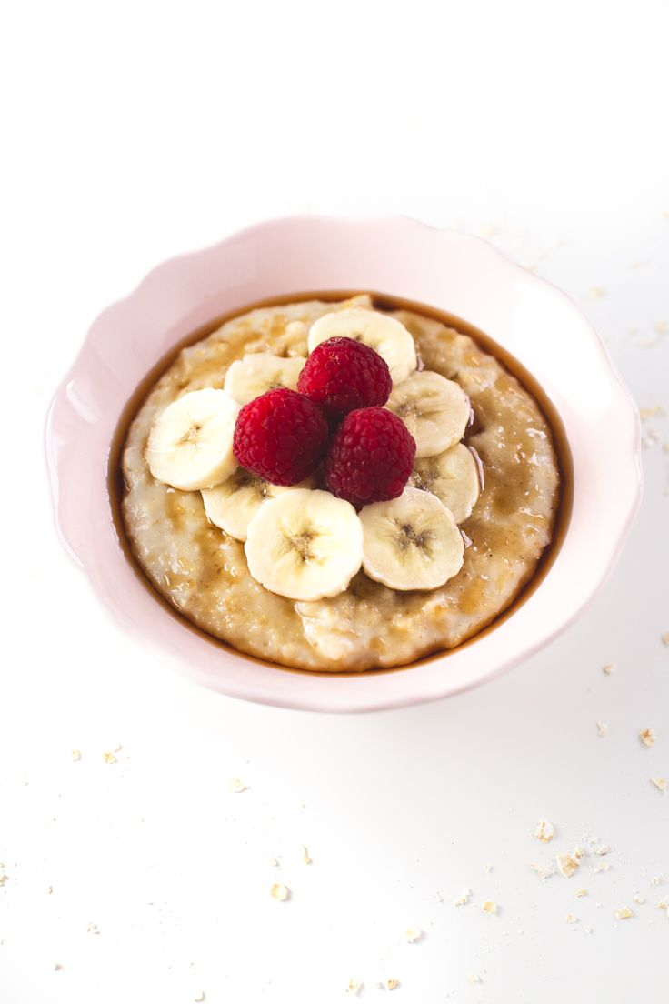 Simple vegan recipes - This simple vegan oatmeal is my all time favorite breakfast recipe. I could eat it every single day and is so healthy!