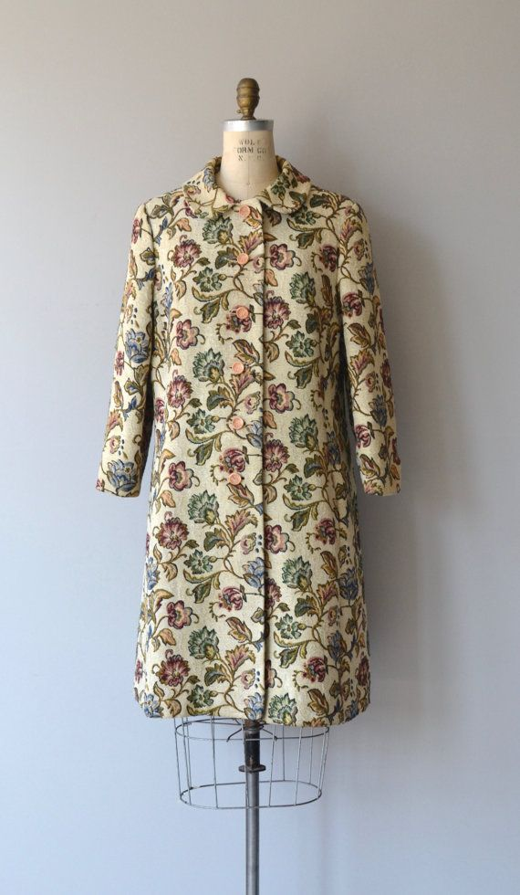 Vintage 1960s floral tapestry coat, mid-weight with rounded collar, back kick pleat and salmon acetate lining. --- M E A S U R E M E N T S --- fits