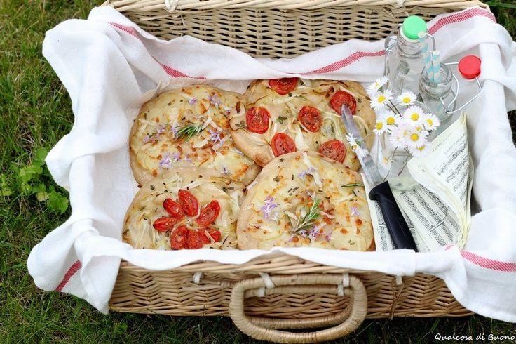 qualcosa di buono: La pizza rossa,  le focacce e la Casina arancione....