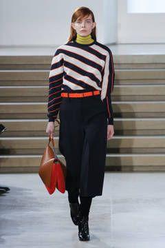 Jil Sander – Mailand Fashion Week Report Herbst/Winter 2015/16: Einen Überblick über die neusten Shows und Kollektionen der italienischen Designer von der laufenden Mailänder Modewoche gibt es hier.