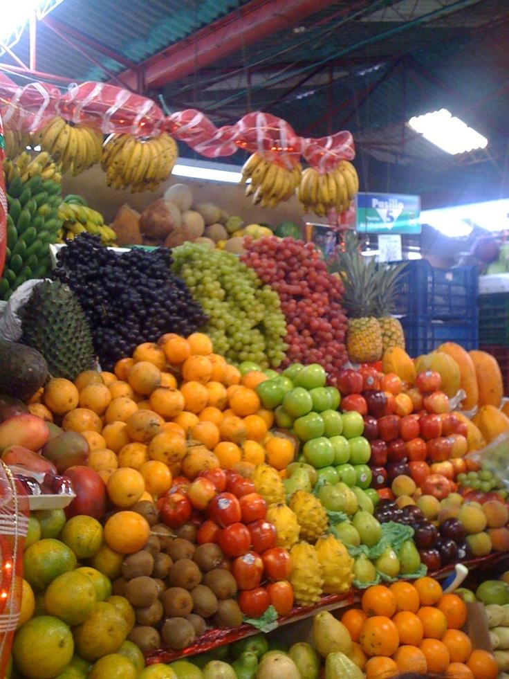 7 de Agosto fruit market in Bogotá, Colombia