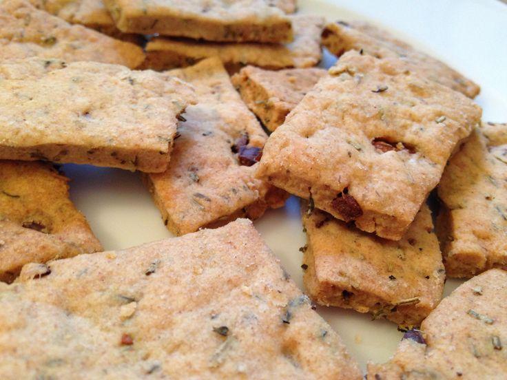 Une petite recette bien pratique inspirée de l'Italie ! Faciles, rapides à faire, croquants et goûtus ces petits biscuits risquent de vous accompagner pour plusieurs apéros ! Laissez vous ten…