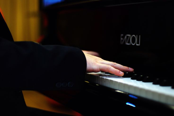 #AnthonyStrong, jazz singer/musician, playing piano in a shop in Edgware Road
