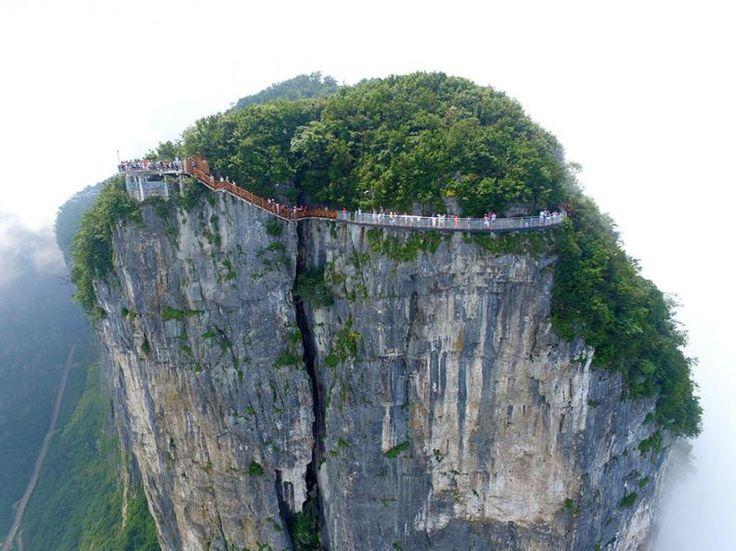 Üveghíd Kínában   Fotó via boredpanda.com