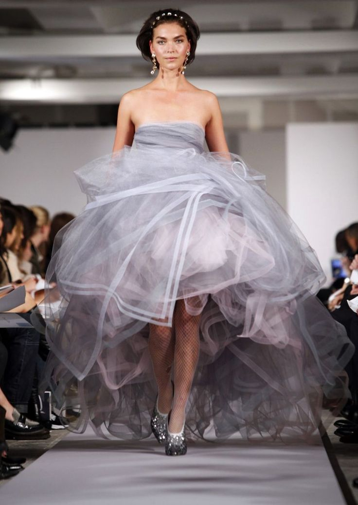 Reveal your inner princess with Oscar De La Renta's F/W 2012 ice ball gown.: Oscar De La Renta, Renta Fall, Share, Ball Gowns, Style, Fashion Week, Dresses, Income 2012, Oscars