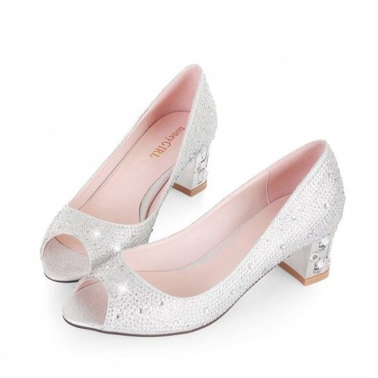 for those who can not make it with heels (get it!), then there are very beautiful and comfortable flat shoes decorated