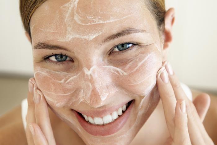 Met een schoon en verzorgd gezicht zie je er gezond uit en straal je meer.wat is nu de juiste volgorde om je gezicht helemaal te verzorgen? Wij wijzen je de weg naar de perfecte verzorginsroutine.