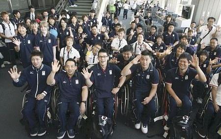 Athletes for Paralympics in London 2012@メダルラッシュ続け…パラリンピック選手団出発