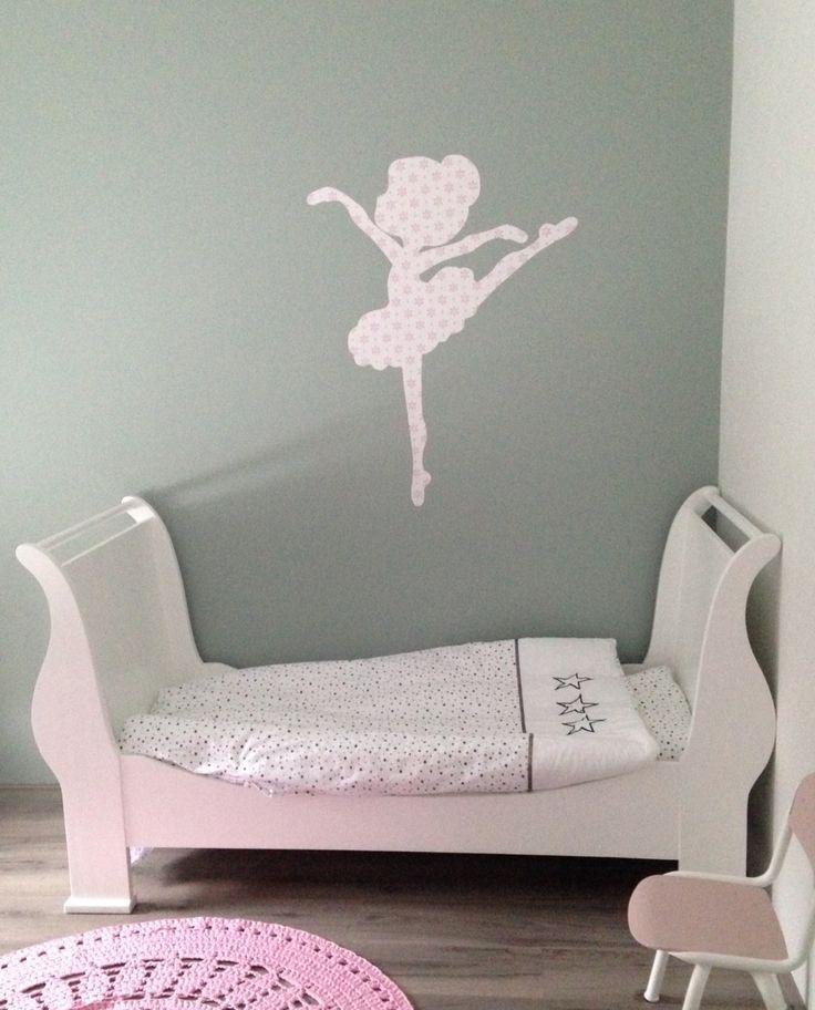 Ballerina van behang #ballerina #behangfiguur #meisjeskamer #pastel  https://www.etsy.com/nl/listing/247951102/ballerina-van-behang