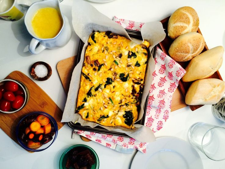 Bakt omelett med spinat, sopp og ost