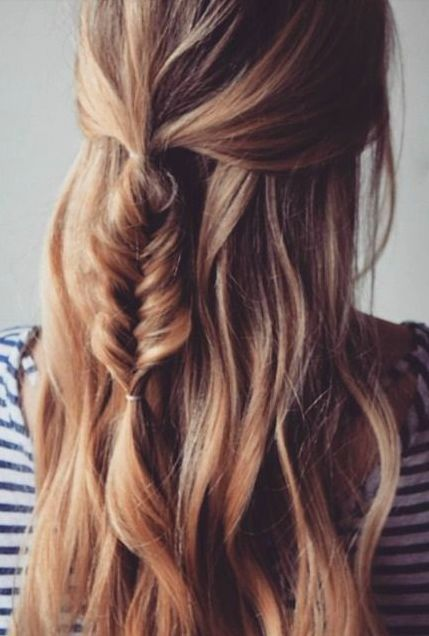 Loose waves with a fishtail braid