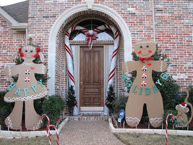 gingerbread man outdoor decorations credainatcon - Christmas Gingerbread House Yard Decoration
