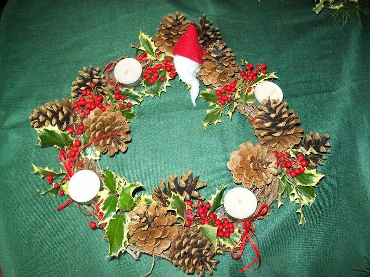 corona con Babbo Natale fatto con batuffolo di cotone