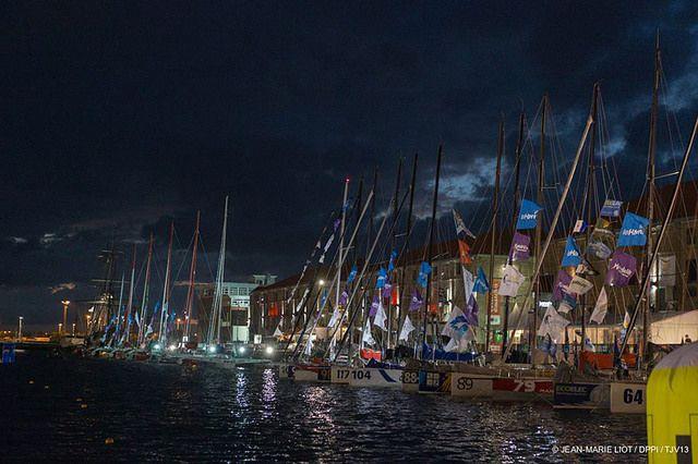 Immagine notturna delle barche della Jacques Vabre a Le Havre prima della partenza
