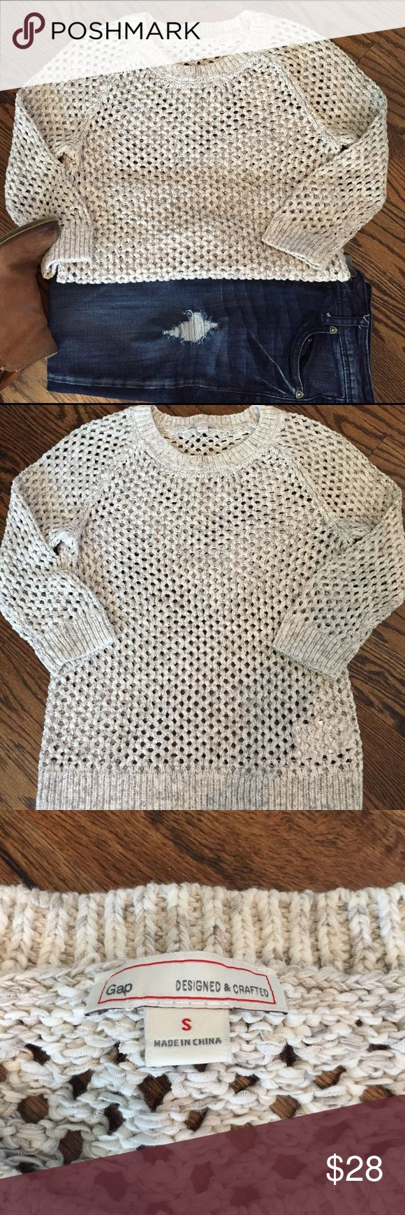 Price ⬇️Cream & gray open weave Gap sweater This Gap sweater has a wide open weave in shades of cream, gray and tan.  Wear it with a cami or a button down underneath - a truly transitional wardrobe piece.  In excellent used condition - only worn once.  Size Small. GAP Sweaters
