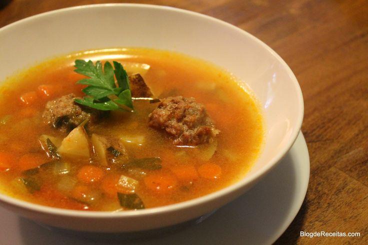 Albondiga Soup - Sopa Mexicana de Almôndegas by Gabriela Dedolph no www.BlogdeReceitas.com