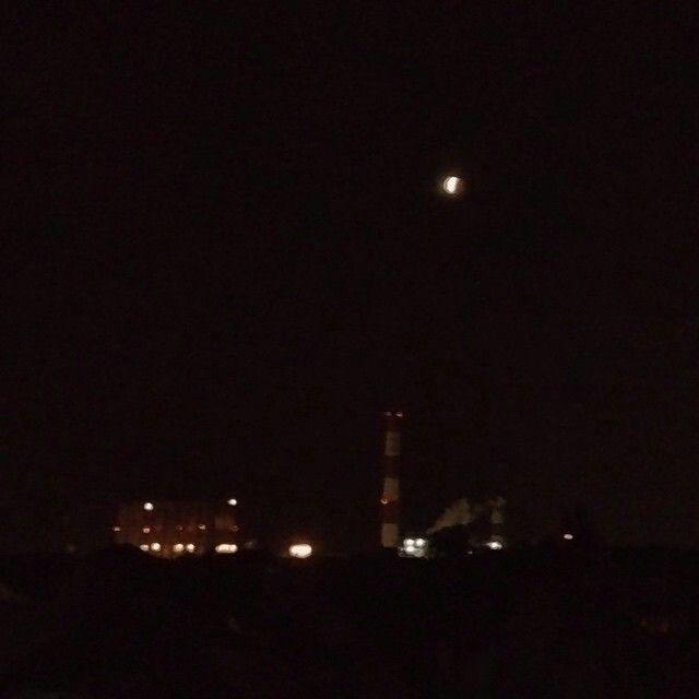 Gerhana Bulan di atas PLTU Gresik - @16ly