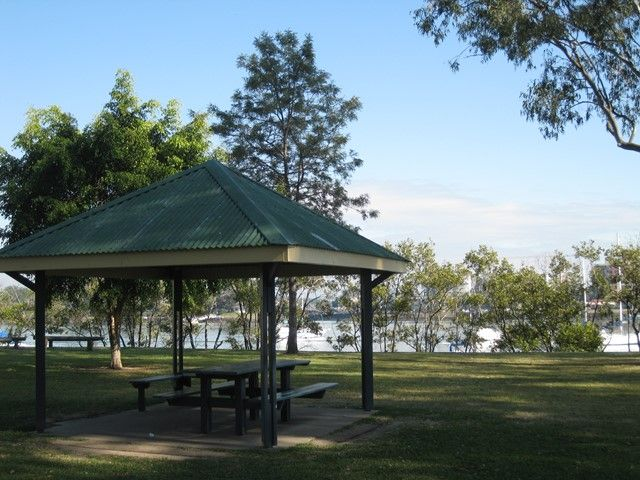 Vic Lucas Park, Bulimba