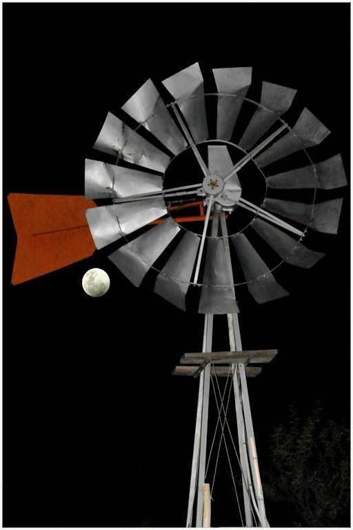 Windpomp & moon