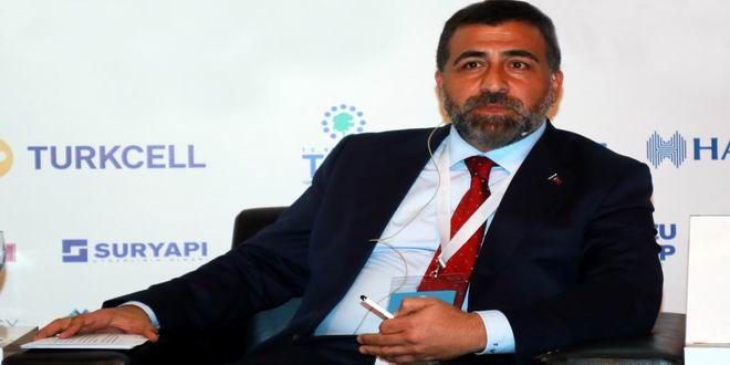 """İzmir Kentsel Dönüşüm ve Stratejik Yaklaşımlar Kurultayı'nda konuşan GYODER Başkanı Dr. Feyzullah Yetgin, """"Kentsel dönüşüm sürecini, tüm sıkıntılara rağmen fırsata çevirmemiz gerekiyor"""" dedi. Çevre ve Şehircilik Bakanı Mehmet Özhaseki başta olmak üzere, kamu yöneticileri, STK Başkanları ve sektör temsilcilerinin katılımıyla gerçekleşen 'İzmir Kentsel Dönüşüm ve Stratejik Yaklaşımlar Kurultayı'nda, 'deprem', 'tarihi ve gecekondulaşan merkezlerde kentsel dönüşüm ..."""