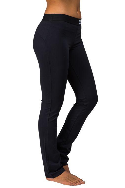 David Fitness Slim Pants, black 39,00 € www.fashionstore.fi