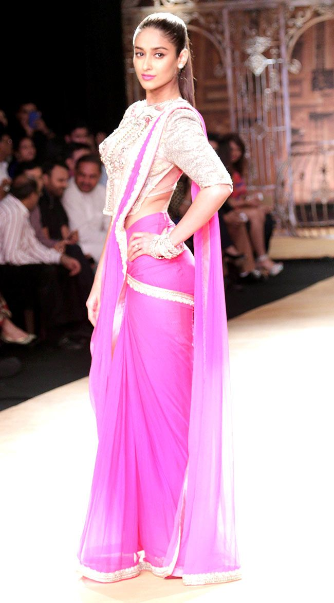 Ileana D'Cruz in a pop pink Sulakshana Monga sari at the India Couture Week 2014 finale.